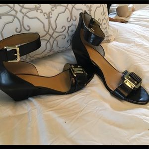 EUC NineWest black leather wedge with gold buckle